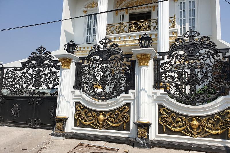 pagar besi tempa rumah mewah klasik Jakara Utara